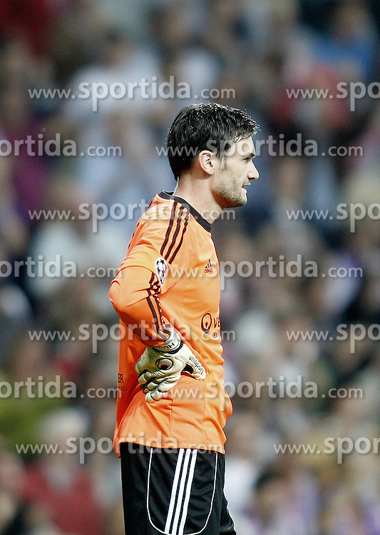 18.10.2011, Santiago Bernabeu Stadion, Madrid, ESP, UEFA CL, Gruppe D, Real Madrid (ESP) vs Olympique Lyon (FRA), im Bild Olympique Lyonnnais' Hugo Lloris dejected // during UEFA Champions League group D match between Real Madrid (ESP) and Olympique Lyon (FRA) at City of Santiago Bernabeu Stadium, Madrid, Spain on 18/10/2011. EXPA Pictures © 2011, PhotoCredit: EXPA/ Alterphoto/ Alvaro Hernandez +++++ ATTENTION - OUT OF SPAIN/(ESP) +++++
