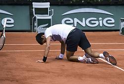 June 7, 2017 - Roland Garros Porte D Auteuil, France - 11e  journee : Novak Djokovic a terre chute (Credit Image: © Panoramic via ZUMA Press)