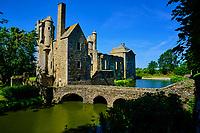 France, Manche (50), Cotentin, Gratot, château de Gratot, vestiges des bâtiments construits du XIIIe au XVIIIe siècle // France, Normandy, Manche department, Cotentin, Gratot, Gratot castle, from 13 to 18 century
