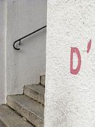 D apostrophe, Ecriture, tags, graffitis lettres et signes. Treppe, rampe d'escalier, Handlauf, © Romano P. Riedo