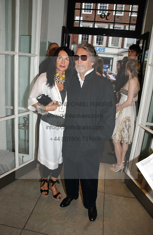 SUE TIMNEY and  JUSTIN DE VILLENEUVE at the Peta (People for the Ethical Treatment of Animals) Humanitarian Awards held at Stella McCartney, 30 Bruton Street, London W1 on 28th June 2006.<br /><br />NON EXCLUSIVE - WORLD RIGHTS