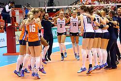 21-05-2016 JAP: OKT Nederland - Peru, Tokio<br /> De Nederlandse volleybalsters winnen met 3-0 en plaatsen zich als eerste voor Rio / Vreugde bij Nederland met oa. Coach Giovanni Guidetti, Femke Stoltenborg #2, Laura Dijkema #14