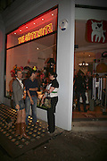 Opening of The Mutz Nutz; Westbourne Park Rd. London. 23 August 2006.  ONE TIME USE ONLY - DO NOT ARCHIVE  © Copyright Photograph by Dafydd Jones 66 Stockwell Park Rd. London SW9 0DA Tel 020 7733 0108 www.dafjones.com