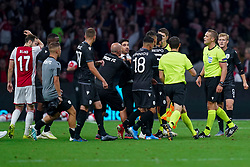 13-08-2019 NED: UEFA Champions League AFC Ajax - Paok Saloniki, Amsterdam<br />  Ajax won 3-2 and they will meet APOEL in the battle for a group stage spot / Coach Abel Fereira #Coach of PAOK, /Dimitris Limnios #18 of PAOK, discuss
