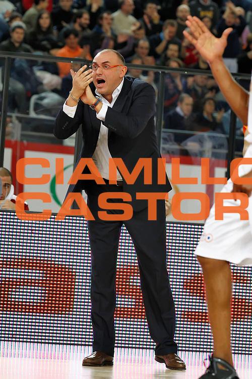 DESCRIZIONE : Roma Lega A 2010-11 Lottomatica Virtus Roma Vanoli Braga Cremona<br /> GIOCATORE : Matteo Boniciolli<br /> SQUADRA : Lottomatica Virtus Roma<br /> EVENTO : Campionato Lega A 2010-2011 <br /> GARA : Lottomatica Virtus Roma Vanoli Braga Cremona<br /> DATA : 28/11/2010<br /> CATEGORIA : coach esultanza<br /> SPORT : Pallacanestro <br /> AUTORE : Agenzia Ciamillo-Castoria/ElioCastoria<br /> Galleria : Lega Basket A 2010-2011 <br /> Fotonotizia :Roma Lega A 2010-11 Lottomatica Virtus Roma Vanoli Braga Cremona<br /> Predefinita :