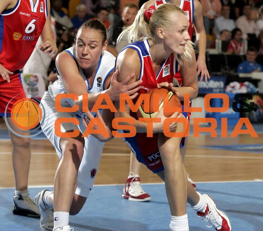 DESCRIZIONE : Chieti Italy Italia Eurobasket Women 2007 Italia Russia Italy Russia<br /> GIOCATORE : Kathrin Ress Maria Stepanova<br /> SQUADRA : Italia Italy Russia<br /> EVENTO : Eurobasket Women 2007 Campionati Europei Donne 2007<br /> GARA : Italia Russia Italy Russia<br /> DATA : 24/09/2007<br /> CATEGORIA :<br /> SPORT : Pallacanestro <br /> AUTORE : Agenzia Ciamillo-Castoria/H.Bellenger<br /> Galleria : Eurobasket Women 2007<br /> Fotonotizia : Chieti Italy Italia Eurobasket Women 2007 Italia Russia Italy Russia<br /> Predefinita : si