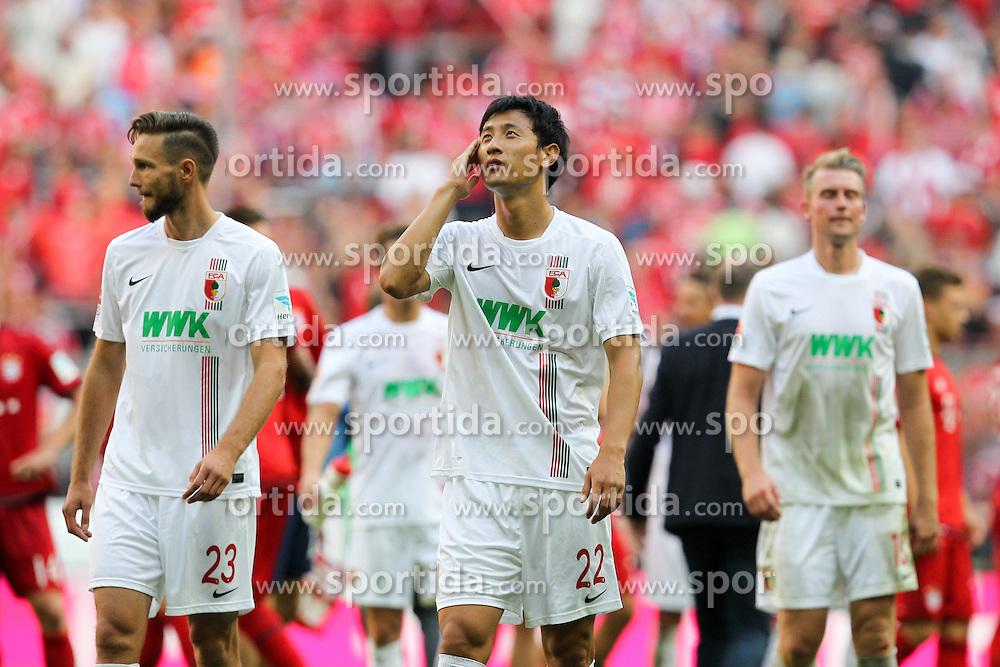 12.09.2015, Allianz Arena, Muenchen, GER, 1. FBL, FC Bayern Muenchen vs FC Augsburg, 4. Runde, im Bild l-r: enttaeuschung bei Tim Matavz #23 (FC Augsburg), Dong Won Ji #24 (FC Augsburg), Jan-Ingwer Callsen-Bracker #18 (FC Augsburg) // during the German Bundesliga 4th round match between FC Bayern Munich and FC Augsburg at the Allianz Arena in Muenchen, Germany on 2015/09/12. EXPA Pictures &copy; 2015, PhotoCredit: EXPA/ Eibner-Pressefoto/ Kolbert<br /> <br /> *****ATTENTION - OUT of GER*****