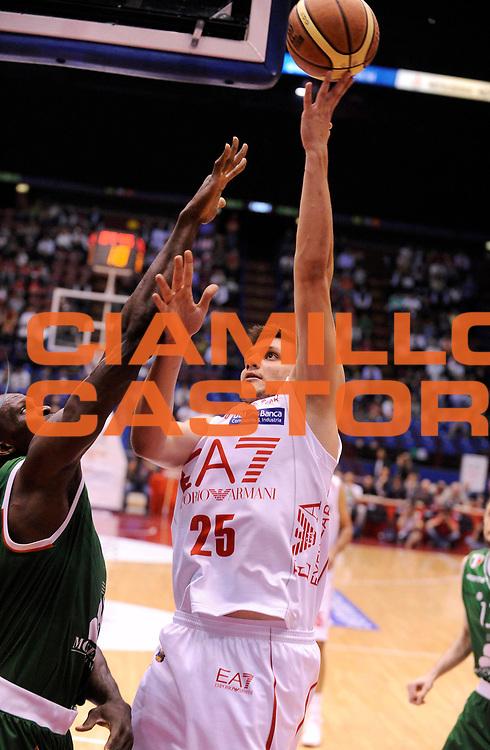 DESCRIZIONE : Milano Lega A 2012-13 Play Off Quarti di Finale Gara1 EA7 Olimpia Armani Milano Montepaschi Siena<br /> GIOCATORE : Alessandro Genile<br /> SQUADRA : EA7 Olimpia Armani Milano <br /> EVENTO : Campionato Lega A 2012-2013 Play Off Quarti di Finale Gara1<br /> GARA :  EA7 Olimpia Armani Milano Montepaschi Siena<br /> DATA : 10/05/2013<br /> CATEGORIA : Tiro<br /> SPORT : Pallacanestro<br /> AUTORE : Agenzia Ciamillo-Castoria/A.Giberti<br /> Galleria : Lega Basket A 2012-2013<br /> Fotonotizia : Milano Lega A 2012-13 EA7 Olimpia Armani Milano Montepaschi Siena<br /> Predefinita :