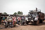 Repubblica Democratica del Congo e Repubblica Centrafricana, 2012<br /> Lavorare in Africa<br /> Trasportatori e venditori di benzina<br /> <br /> Democratic Republic of Congo and Central African Republic, 2012<br /> Working in Africa<br /> Petrol carriers and sellers