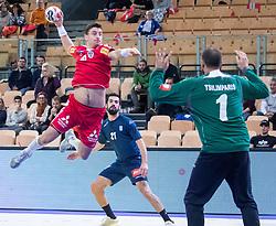 06.01.2019, Olympiaworld, Innsbruck, AUT, Österreich vs Griechenland, Continental Cup, im Bild v.l. Lukas Herburger (AUT), Dimitrios Tziras (GRE), Konstantinos Tsilimparis (GRE) // v.l. Lukas Herburger (AUT), Dimitrios Tziras (GRE), Konstantinos Tsilimparis (GRE) during the handball Continental Cup match between Austria and Griechenland at the Olympiaworld in Innsbruck, Austria on 2019/01/06. EXPA Pictures © 2019, PhotoCredit: EXPA/ Johann Groder