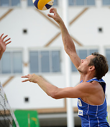 16-07-2014 NED: FIVB Grand Slam Beach Volleybal, Apeldoorn<br /> Poule fase groep A mannen - Reinder Nummerdor (1) NED