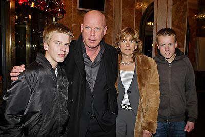 NLD/Amsterdam/20081218 - Premiere Wereldkerstcircus 2008, Frits Wester en partner Marjolein en kinderen Jelle, Aukje