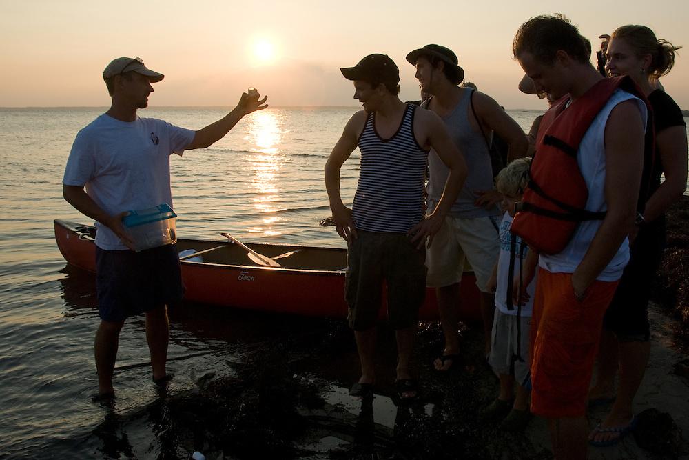 International students go to Assategue Island
