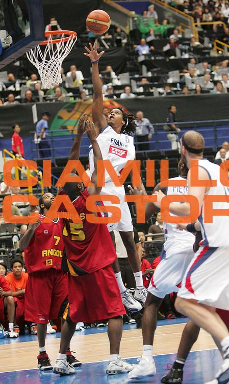 DESCRIZIONE : Saitama Giappone Japan Men World Championship 2006 Campionati Mondiali France-Angola <br /> GIOCATORE : Gelabale <br /> SQUADRA : France Francia <br /> EVENTO : Saitama Giappone Japan Men World Championship 2006 Campionato Mondiale France-Angola <br /> GARA : France Angola Francia Angola <br /> DATA : 27/08/2006 <br /> CATEGORIA : Tiro <br /> SPORT : Pallacanestro <br /> AUTORE : Agenzia Ciamillo-Castoria/M.Kulbis <br /> Galleria : Japan World Championship 2006<br /> Fotonotizia : Saitama Giappone Japan Men World Championship 2006 Campionati Mondiali France-Angola <br /> Predefinita :