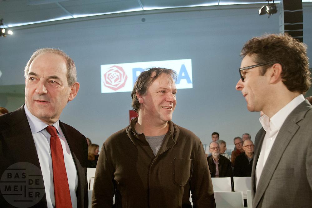 Job Cohen, partijvoorzitter Hans Spekman en Jeroen Dijsselbloem (vlnr). In Utrecht wordt een speciale ledenraad van de PvdA gehouden. Tijdens de vergadering wordt gesproken over het afscheid van Job Cohen en over de toekomst van de partij.<br /> <br /> Former leader Job Cohen, chairman Hans Spekman and Jeroen Dijsselbloem (left to right) are talking at the start of the council. In Utrecht, a special council of the PvdA (Dutch Labour Party) is held . During the meeting the members discussed the departure of Job Cohen as leader and the future of the party
