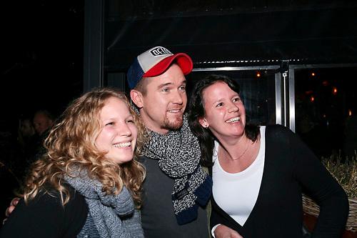 NLD/ENSCHEDE/20121222-SERIOUS REQUEST DAG 5 - Johnny de Mol laat zich fotograferen met fans