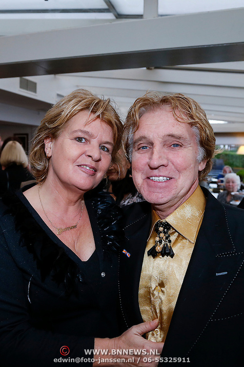 NLD/Loosdrecht/20121126 - CD uitreiking Anneke Gronloh, Jacques Herb en partner Diny de Jong