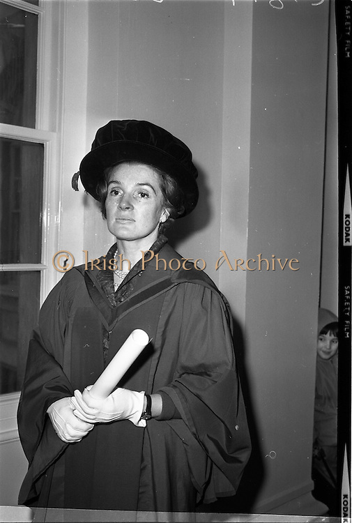 12/01/1963<br /> 01/12/1963<br /> 12 January 1963<br /> Degrees at UCD, Dublin. Mrs Agnes D. Dundas, (nee Collins) of Caragh, Kirklands Close, Menston, Ilkey, West Yorkshire who received the degree of M.D. at the conferring. Mrs Dundas' mother, Mrs A.M. Collins, taught for 40 years at Caragh, Naas, Co. Kildare and her grandmother, the late Mrs Frances Sugrue, lived at Ballyhearney, Valentia Island.