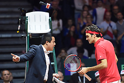 21.11.2014, Stade Pierre Mauroy, Lille, FRA, Davis Cup Finale, Frankreich vs Schweiz, im Bild Roger Federer (SUI) beschwert sich bei Schiedsrichter James Keothavong // during the Davis Cup Final between France and Switzerland at the Stade Pierre Mauroy in Lille, France on 2014/11/21. EXPA Pictures © 2014, PhotoCredit: EXPA/ Freshfocus/ Valeriano Di Domenico<br /> <br /> *****ATTENTION - for AUT, SLO, CRO, SRB, BIH, MAZ only*****