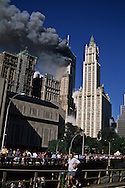 New York. 9/11  terrorist attack on the twin towers of the world trade center towers on fire,  the crowd is leaving the area on the Brooklyn bridge, in Manhattan  New york  Usa  New york  /   la foule fuit le quartier de wall street par le pont de brooklyn, 9 septembre, attaque terroriste sur les tours du world trade center en feu , Manhattan  New york  USA   New york -
