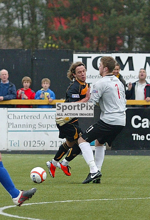 Zander Clark elgin city keeper gets sent off for taking Steven May Alloa out of the game picture kevin mcglynn