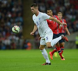 England's Gary Cahill (Chelsea) - Photo mandatory by-line: Alex James/JMP - Mobile: 07966 386802 - 3/09/14 - SPORT - FOOTBALL - London - Wembley Stadium - England v Norway - International Friendly
