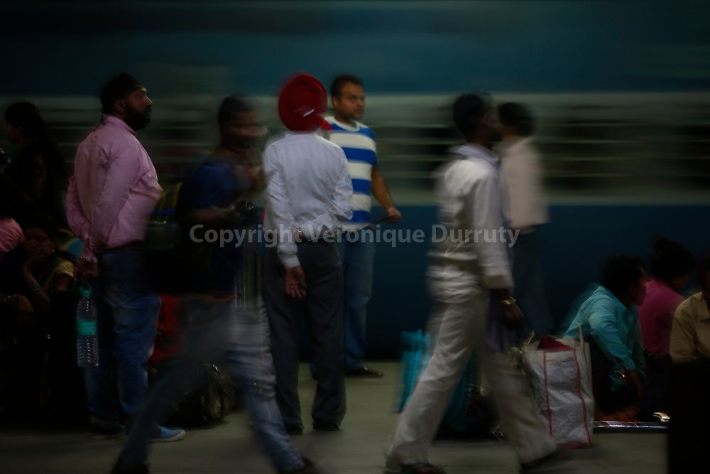 En attendant, le train, gare de Patna, Bihar, Inde du Nord // Waiting for the train, Patna train station, Bihar, Northern India