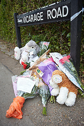 © Licensed to London News Pictures. 25/05/2015. DIDCOT, UK. Flowers and tributes left at the scene in Vicarage Road, Didcot, where three bodies were found yesterday (Sunday). Police continue to search for Jed Allen in connection with the deaths. Photo credit : Cliff Hide/LNP