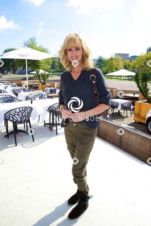 AMSTERDAM - Talkies Lifestylelunch bij The Oyster Club is een jaarlijks event. Met hier op de foto  Daphne Deckers. FOTO LEVIN DEN BOER - PERSFOTO.NU