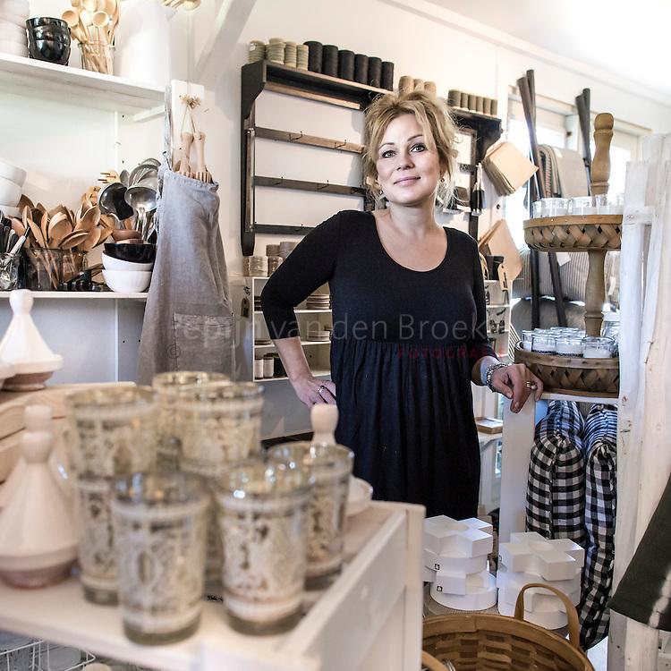 Nederland, Hoogkerk (Groningen) 20130605.  Ilona de Jong van woonwinkel tierlantijn in haar winkel. foto: Pepijn van den Broeke