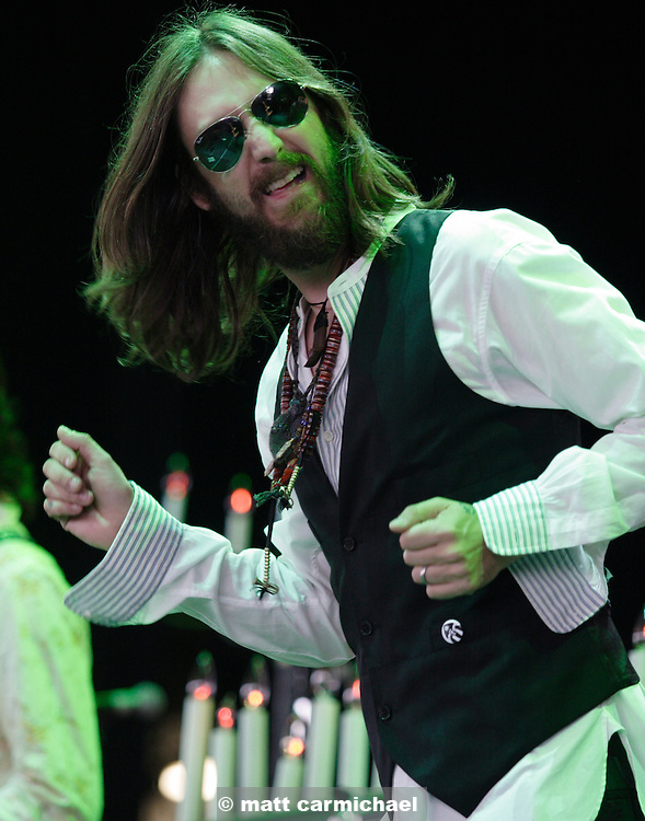 TINLEY PARK, IL - JULY 15: Chris Robinson sings with the Black Crowes July 15, 2005 at The Tweeter Center Chicago, in Tinley Park, Illinois. (Photo by Matt Carmichael)