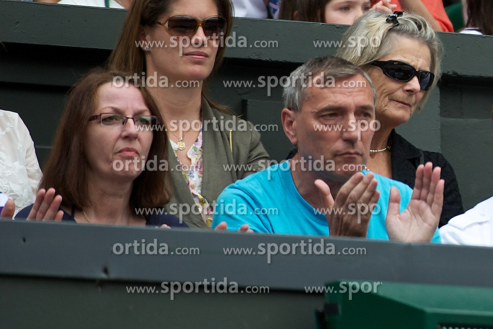 02.07.2011, Wimbledon, London, GBR, WTA Tour, Wimbledon Tennis Championships, Final, im Bild Jiri Kvit and his wife Pavla Kvitova, parents of Petra Kvitova during the Ladies' Singles Final on day twelve of the Wimbledon Lawn Tennis Championships at the All England Lawn Tennis and Croquet ClubEXPA Pictures © 2011, PhotoCredit: EXPA/ Propaganda/ David Rawcliffe +++++ ATTENTION - OUT OF ENGLAND/UK +++++