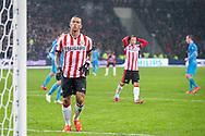 EINDHOVEN, PSV - Willem II 2-1, voetbal Eredivisie seizoen 2014-2015, 31-01-2015, Philips Stadion, PSV speler Memphis Depay (L) baalt na zijn gemiste penalty, PSV speler Andres Guardado (M).