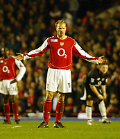 Fotball<br /> England 2004/2005<br /> Foto: SBI/Digitalsport<br /> NORWAY ONLY<br /> <br /> Arsenal v Manchester United<br /> Barclays Premiership. 01/02/2005<br /> <br /> Dennis Bergkamp has no answer as Arsenal lose to their arch rivals.