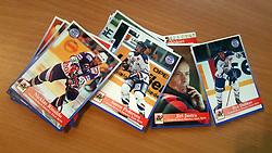 Frederikshavn White Hawks<br /> <br /> Officielle Danske Hockey Trading Card. <br /> <br /> 1998-1999 Komplet Danske Ishockey Kort 228 stk.<br /> <br /> 135. Johan Vestermark<br /> 136. Mads Johnsen<br /> 137. Rasmus Nørgaard<br /> 138. Christian Schioldan<br /> 139. Karel Smid<br /> 140. Jesper Pedersen<br /> 141. Klaus Nielsen<br /> 142. Rasmus Christensen<br /> 143. Søren Jensen<br /> 144. Lykkekort ( Havde et nr, men er IKKE i serien, da det var et præmiekort )<br /> 145. Nicklas Rinaldo<br /> 146. Andreas Borup<br /> 147. Thomas Englund<br /> 148. Jørn-Ole Bertelsen<br /> 149. Thomas Reinert<br /> 150. Bent Christensen<br /> 151. Anders Thomsen<br /> 152. Sergei Senins<br /> 153. Søren Pedersen<br /> 154. Ilja Dubkov<br /> 155. Mike Grey<br /> 156. Jimmy Nielsson<br /> 157. Thomas Placatka<br /> 158. Jiri Justra <br /> <br /> Begrænset komplet sæt på lager. Kontakt: mail@nhcfoto.dk eller tlf. 40277826