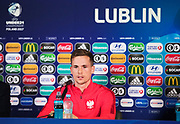 LUBLIN, POLEN 2017-06-18<br /> Tomasz Kędziora under Polens U21 landslags MD-1 press konferens p&aring; Arena Lublin den 18 juni, Lublin, Polen.<br /> Foto: Nils Petter Nilsson/Ombrello<br /> Fri anv&auml;ndning f&ouml;r kunder som k&ouml;pt U21-paketet.<br /> Annars Betalbild.<br /> ***BETALBILD***