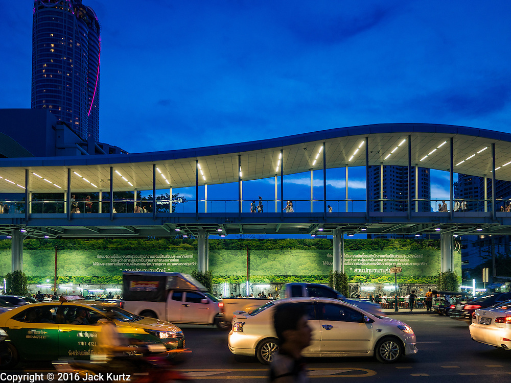 28 JULY 2016 - BANGKOK, THAILAND:    A new elevated sidewalk that goes over street vendors on Ratchadamri Road near CentralWorld mall in Bangkok. Bangkok city authorities have promised to evict the vendors by August 1, 2016.       PHOTO BY JACK KURTZ