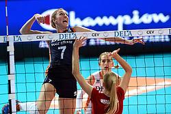 27-09-2015 NED: Volleyball European Championship Nederland - Polen, Apeldoorn<br /> Nederland verslaat Polen met 3-1 / Quinta Steenbergen #7