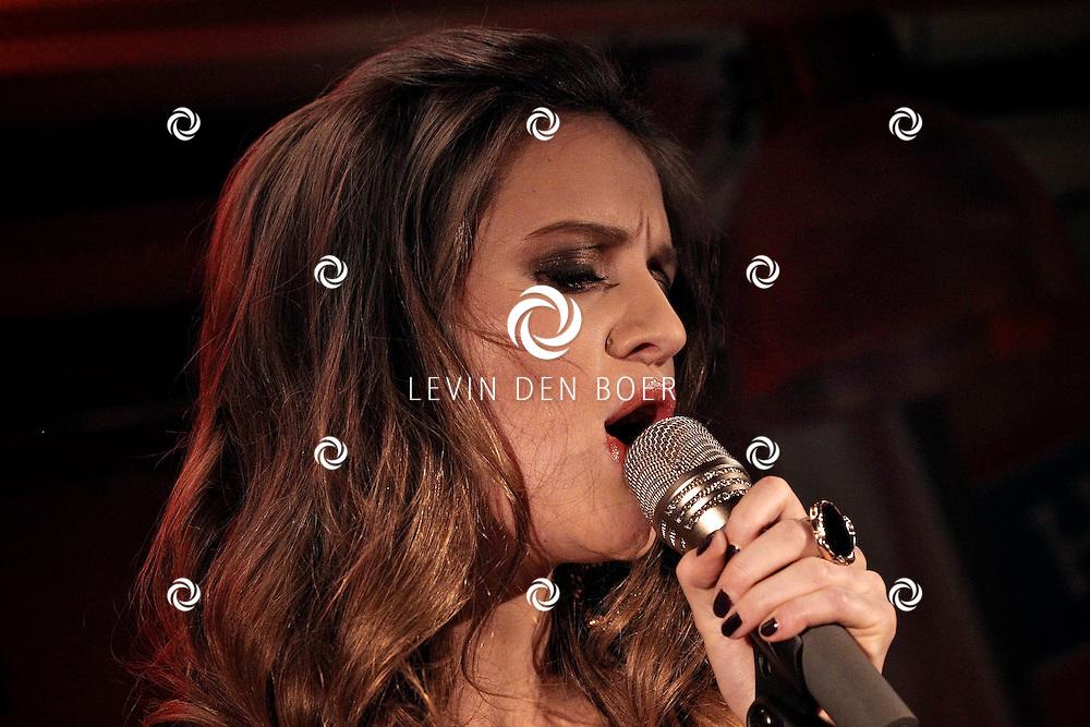 AMSTERDAM - In het hoofdkantoor van Hyves is de cd presentatie gehouden van Charlotte ten Brink.  Met op de foto zangeres Charlotte ten Brink. FOTO LEVIN DEN BOER - PERSFOTO.NU