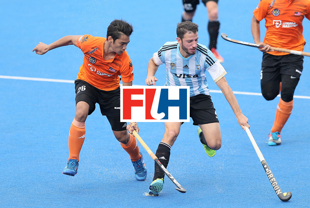LONDON, ENGLAND - JUNE 24:  Sahril Saabah of Malaysia and Manuel Brunet of Argentina battle for possession during the semi-final match between Argentina and Malaysia on day eight of the Hero Hockey World League Semi-Final at Lee Valley Hockey and Tennis Centre on June 24, 2017 in London, England.  (Photo by Alex Morton/Getty Images)