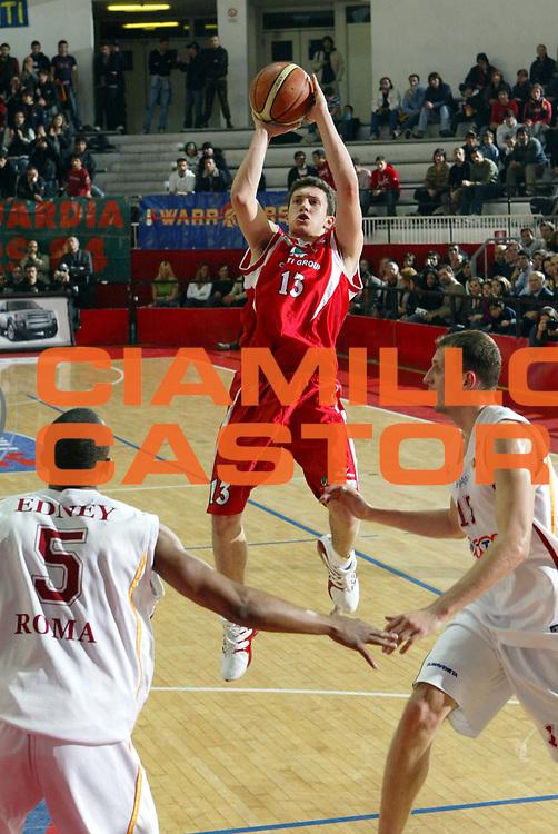 DESCRIZIONE : ROMA CAMPIONATO LEGA A1 2004-2005 <br />GIOCATORE : BOLZONELLA<br />SQUADRA : CASTI GROUP VARESE <br />EVENTO : CAMPIONATO LEGA A1 2004-2005 <br />GARA : LOTTOMATICA VIRTUS ROMA-CASTI GROUP VARESE <br />DATA : 21/04/2005 <br />CATEGORIA : Tiro <br />SPORT : Pallacanestro <br />AUTORE : Agenzia Ciamillo-Castoria/M.Cacciaguerra