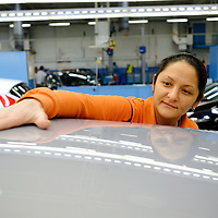 DEU , DEUTSCHLAND : Autoproduktion bei Ford in Koeln-Niehl : eine Arbeiterin prueft die Oberflaeche der Karosserie eines Fiesta. |DEU , GERMANY : Car production at Ford in Cologne-Niehl : a female worker is inspecting the body surface of Ford Fiesta car|. 07.02.2012. Copyright by : Rainer UNKEL , Tel.: 0171/5457756
