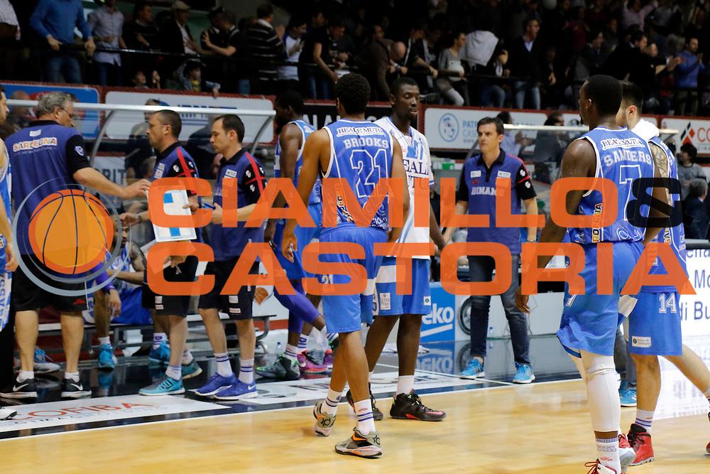 DESCRIZIONE : Caserta Lega A 2014-15 Pasta Reggia Caserta Banco di Sardegna Sassari<br /> GIOCATORE : team Banco di Sardegna Sassari<br /> CATEGORIA : delusione<br /> SQUADRA : Banco di Sardegna Sassari<br /> EVENTO : Campionato Lega A 2014-2015<br /> GARA : Pasta Reggia Caserta Banco di Sardegna Sassari<br /> DATA : 26/04/2015<br /> SPORT : Pallacanestro <br /> AUTORE : Agenzia Ciamillo-Castoria/A. De Lise<br /> Galleria : Lega Basket A 2014-2015 <br /> Fotonotizia : Caserta Lega A 2014-15 Pasta Reggia Caserta Banco di Sardegna Sassari