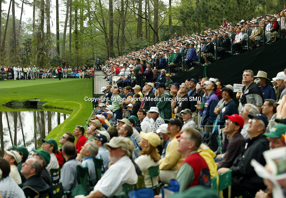 The gallery watches a Jack Nicklaus tee shot during his final appearance at the Masters.<br />