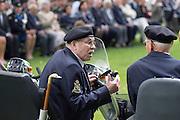 Twee veteranen en inwoners van Bronbeek praten met elkaar op hun scootmobiel. In Arnhem worden op het landgoed van Het Koninklijk Tehuis voor Oud-Militairen en Museum Bronbeek de slachtoffers van de Birma Siam en de Pakanbaru spoorlijnen herdacht. Bij de aanleg van deze twee 'dodenspoorwegen' tijdens de Tweede Wereldoorlog zijn veel slachtoffers gevallen onder de dwangarbeiders die door de Japanse bezetter tewerk zijn gesteld.<br /> <br /> In Arnhem at the property of The Royal Home for Former Soldiers and Museum Bronbeek the victims of Burma and Siam railway Pakanbaru are commemorated. In the construction of these two 'dead railways' during World War II, many casualties among the convicts who are employed by the Japanese are made.