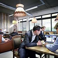 Nederland, Amsterdam , 27 oktober 2011..Gemeenschappelijke plek tevens werkruimte in Het Nieuwe Kantoor als onderdeel van het toekomstige Arena campus in Amsterdam Zuid Oost..Foto:Jean-Pierre Jans
