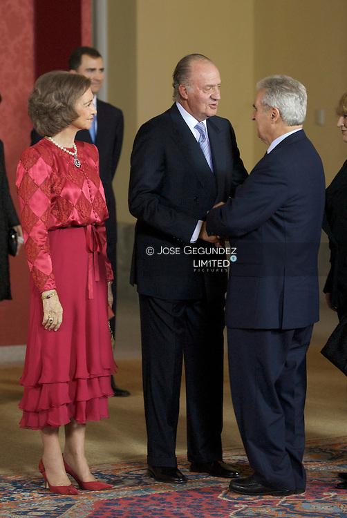 Madrid. (09/01/2008). Palacio del Pardo. S.M. el Rey Don Juan Carlos I celebra su 70 cumplea&ntilde;os y sus 32 a&ntilde;os de reinado rodedo por su familia, S.M. la Reina D&ntilde;a. Sofia, los Principes de Asturias, D. Felipe y D&ntilde;a. Letiiza, la Infanta Elena, los Duques de Palma, D&ntilde;a. Cristina e I&ntilde;aqui Urdangarin, la infanta D&ntilde;a. Pilar, la infanta D&ntilde;a. Margarita y su marido, y los Duques de Calabria, con una cena con 450 invitados en el Palacio del Pardo.<br />Enrique Mujica, Defensor del Pueblo