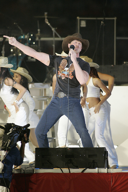 Trace Atkins performs during the halftime show on January 4, 2005 in the FedEx Orange Bowl at Pro Player Stadium in Miami, Florida.