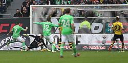 Football: Germany, 1. Bundesliga, VfL Wolfsburg - Borussia Dortmund (BVB), Wolfsburg - 16.05.2015,<br /> Daniel Caligiuri (Wolfsburg) scores to 1:0<br /> <br /> &copy; pixathlon<br /> <br /> +++ NED out !!! +++