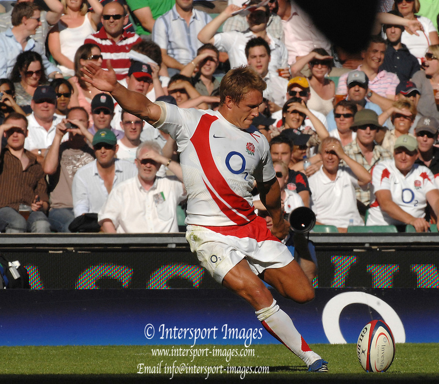 Twickenham, GREAT BRITAIN, Jonny WILKINSON, second half kick, during the Investic Rugby match between, England and Wales, at Twickenham Rugby  Ground, England Sat. 04.07.2007  [Photo, Peter Spurrier/Intersport-images].....